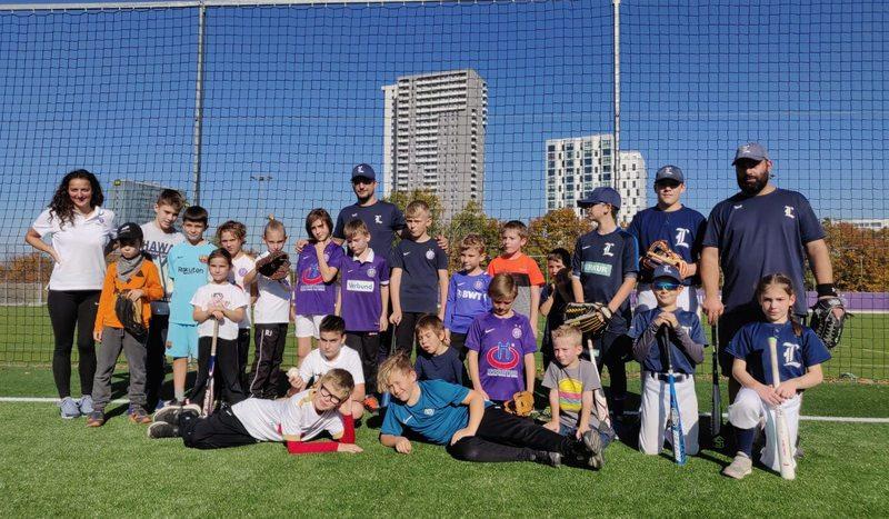 Baseballtraining mit Kidsclub bei FK Austria Wien
